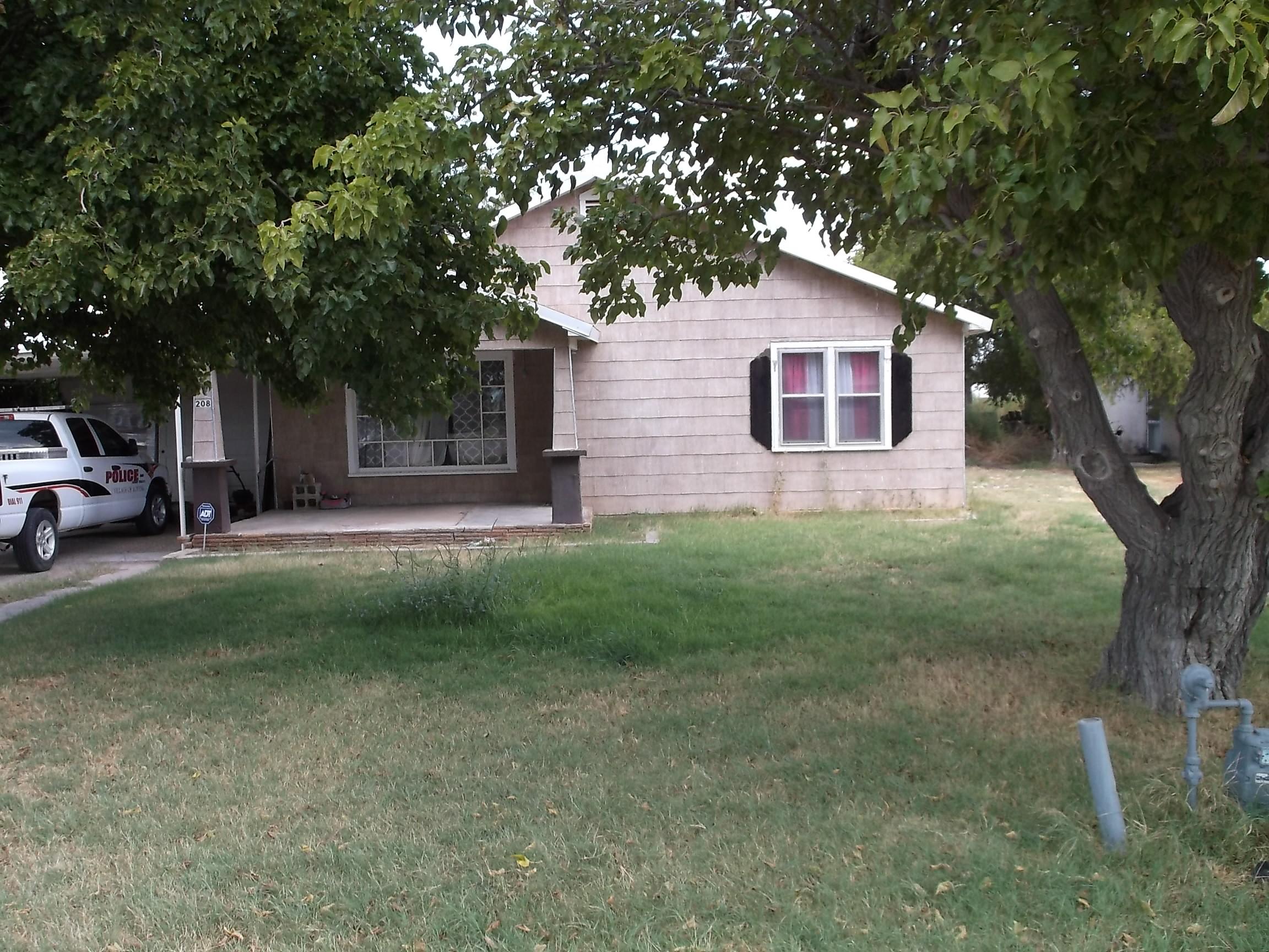 208 N Seventh, Loving, New Mexico 88256