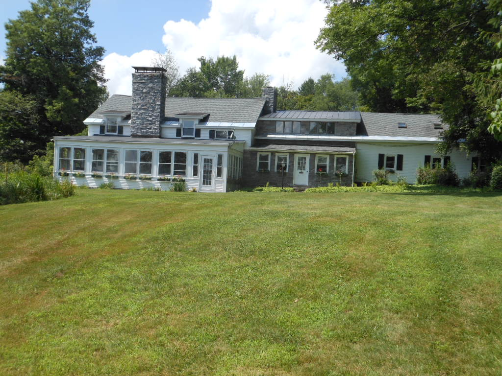 5917 Military Road, Russia, New York 13431