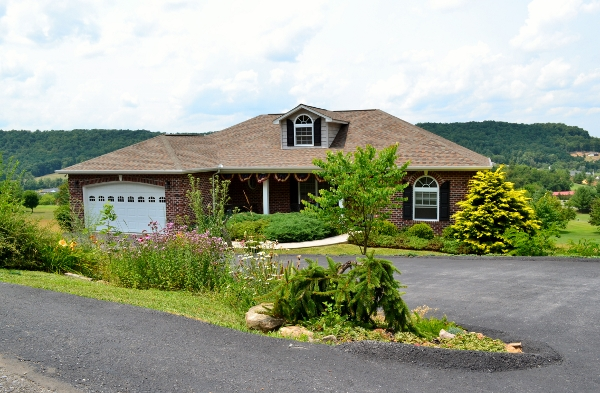 650 Fairway View, Peterstown, West Virginia 24963