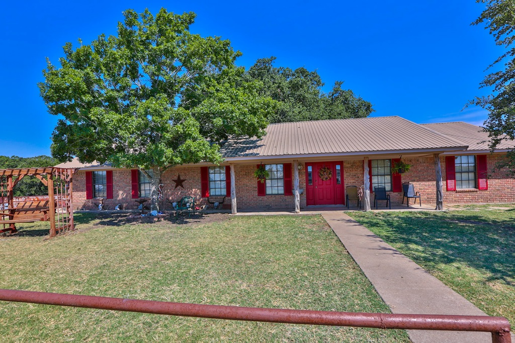 173 CR 412A, Chilton, Texas 76632