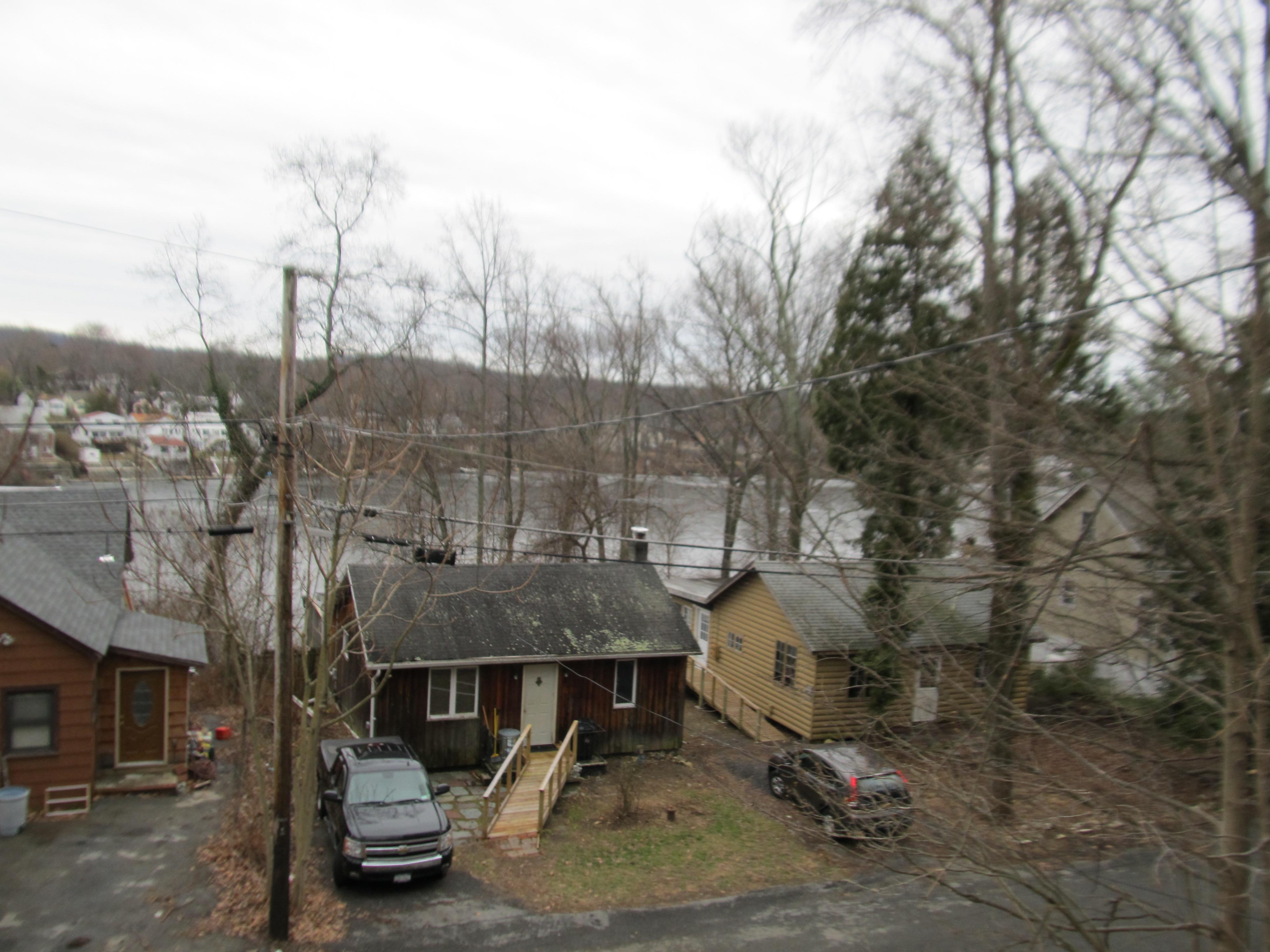 321 Lake Drive, Lake Peekskill, New York 10537
