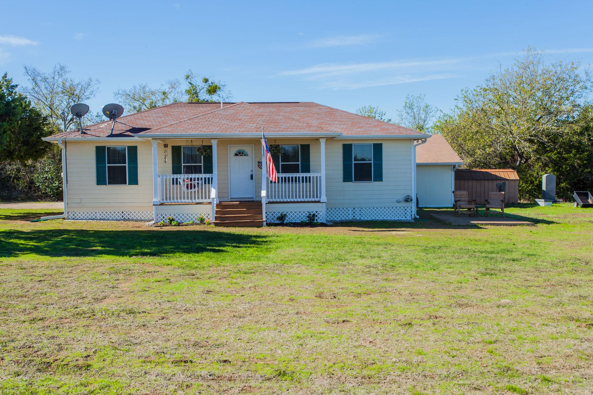 376 Charlie Lane , Crawford, Texas 76638