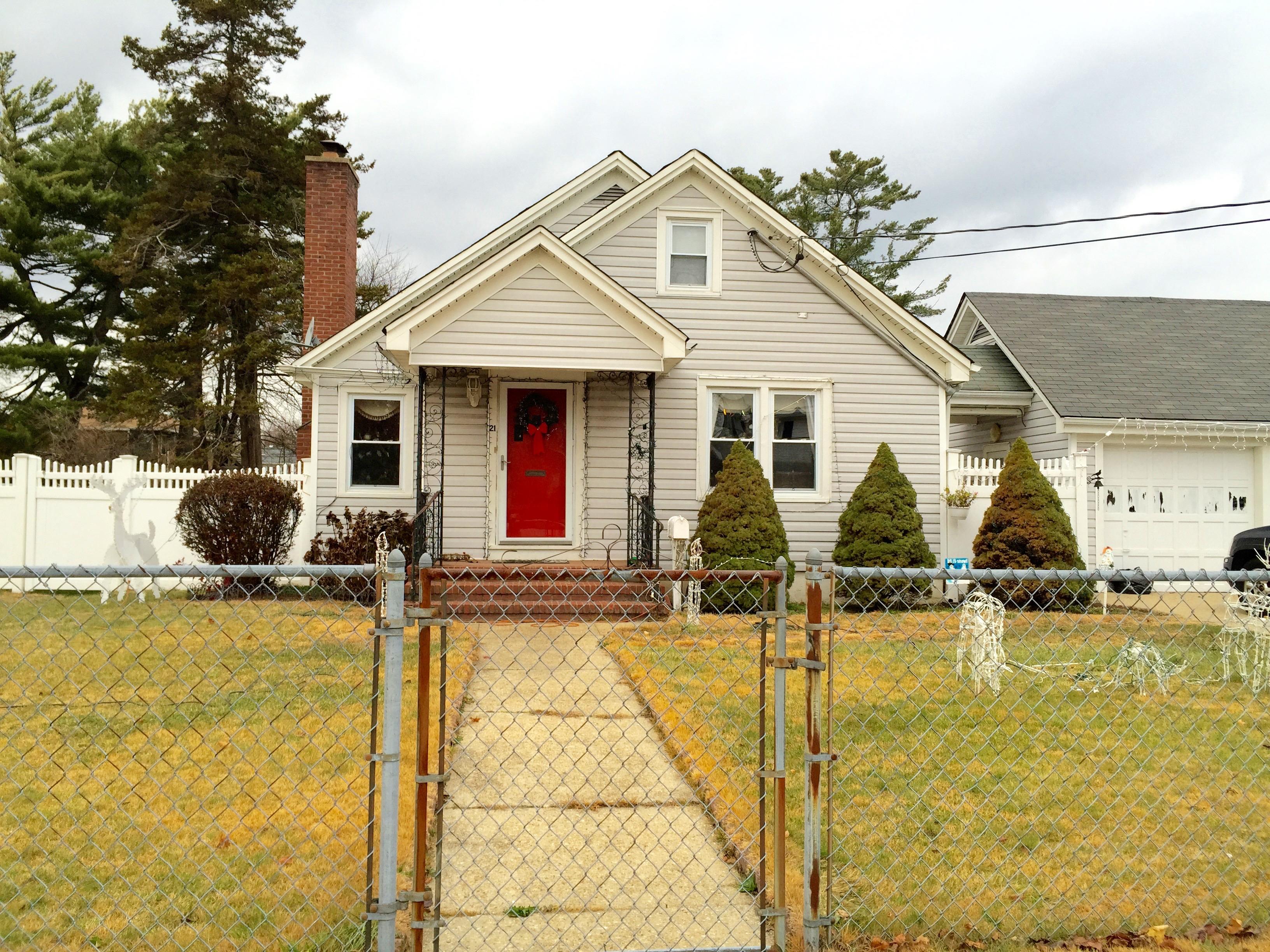 21 Robinwood Avenue, Hempstead, New York 11550
