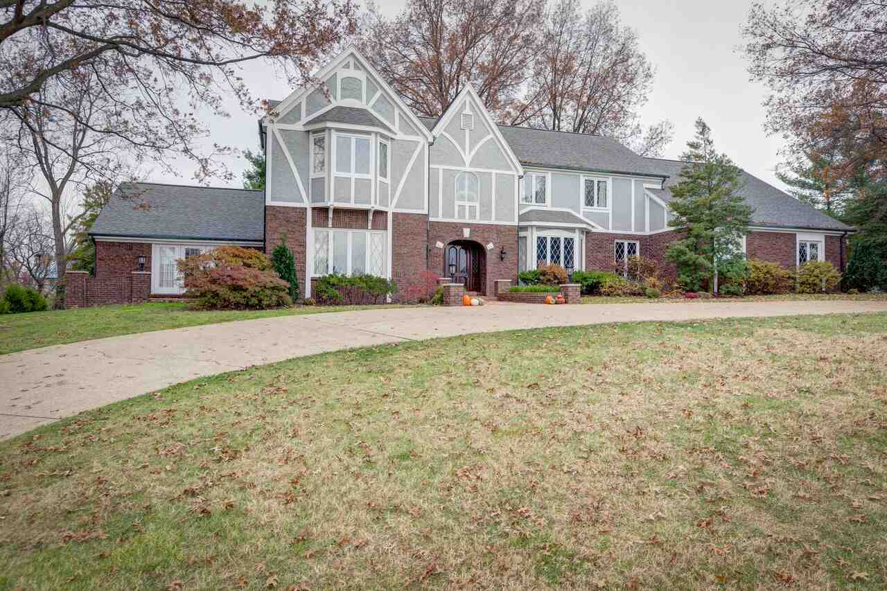 26  Oak Meadow Rd, Evansville, IN 47725