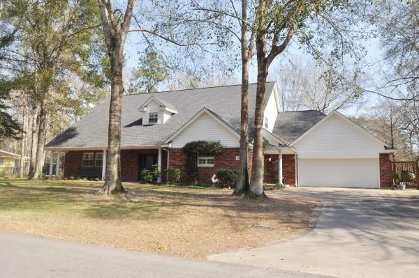 1010 W Wildwood Dr, Village Mills, TX 77663