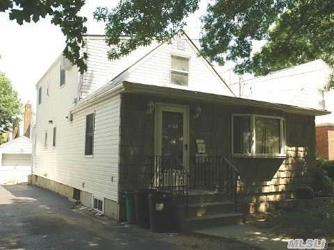 104 Ingraham Lane, New Hyde Park, NY 11040
