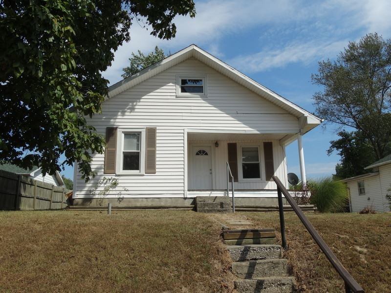 5008 S Lincoln St, Oakland City, IN 47660