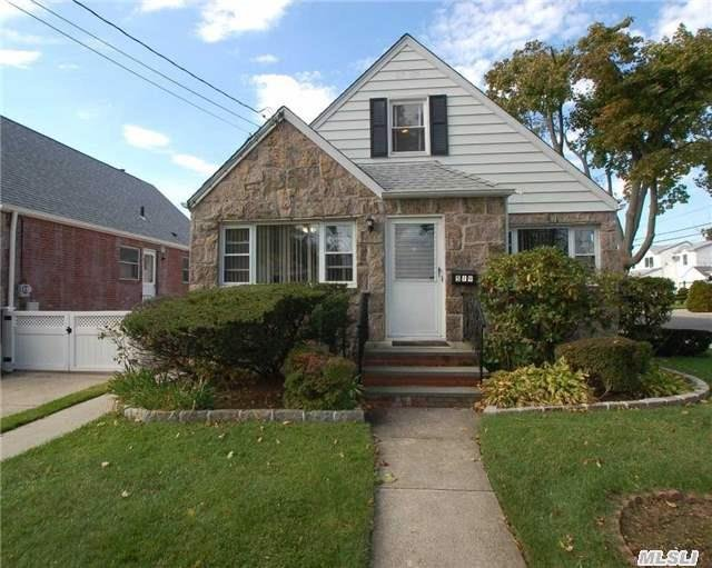 519 Terrace Blvd, New Hyde Park, NY 11040