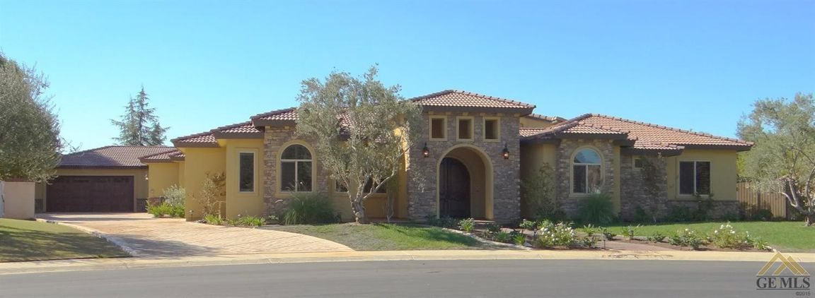 6936 Iron Oak Drive, Bakersfield, California 93312
